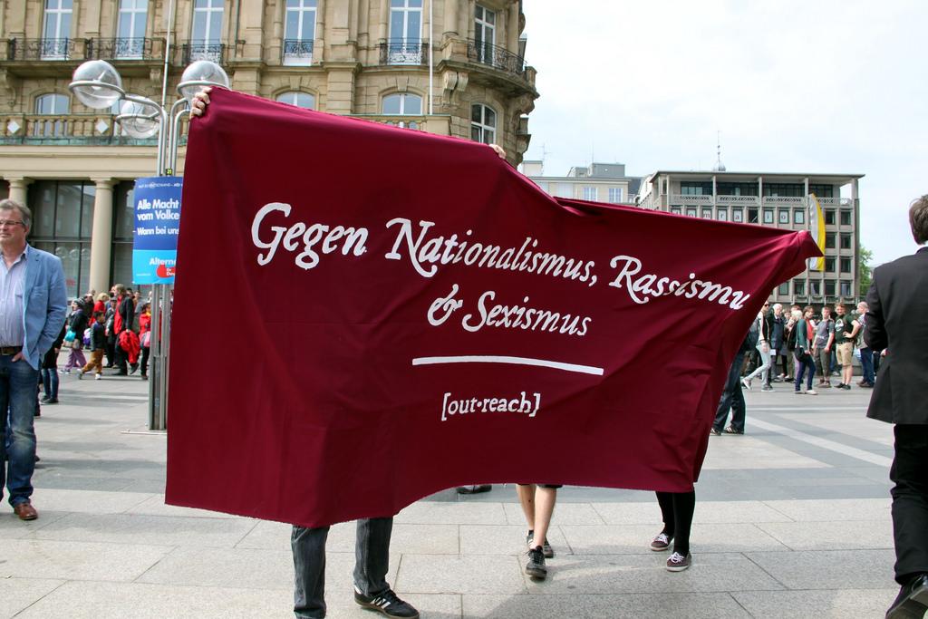 """Gemeinsam """"Gegen Nationalismus, Rassismus und Sexismus"""" - Care Revolution tritt ein für das Recht ausnahmslos aller Menschen auf eine würdige Versorgung."""